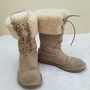 UGG Size 7 Montclair Suede Lace Up Winter boots